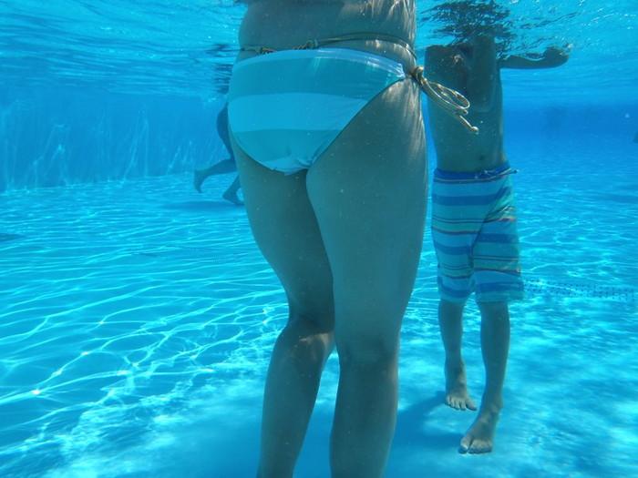 【水中カメラエロ画像】水中に潜らせたカメラが捉えたモノは!?天国!! 09