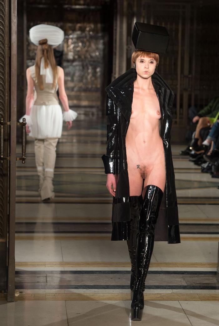 【ファッションショーエロ画像】これストリップじゃなくて、ファッションショーだからな!? 01