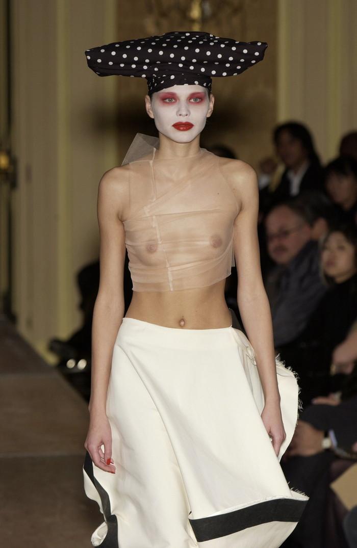 【ファッションショーエロ画像】これストリップじゃなくて、ファッションショーだからな!? 07