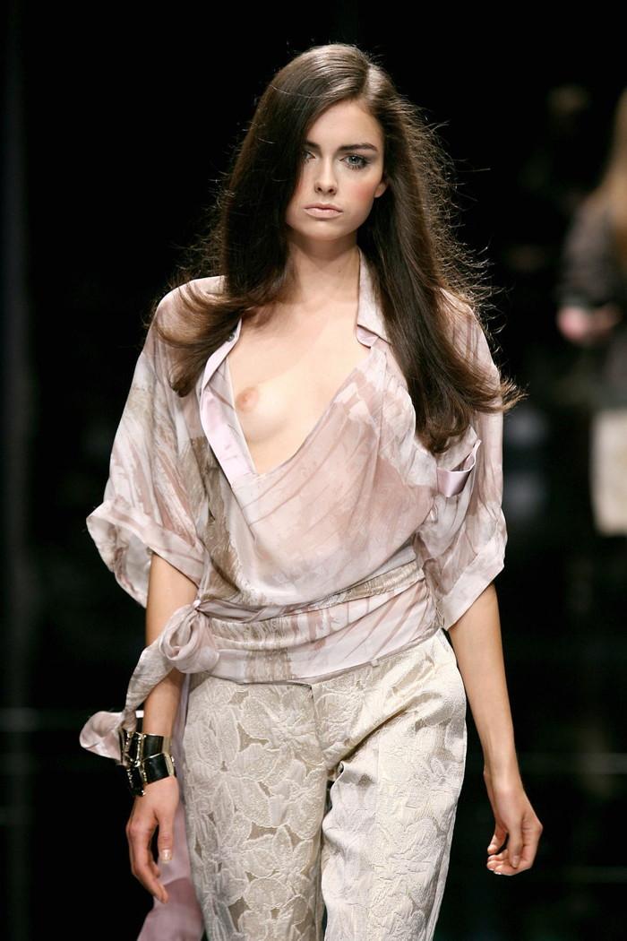 【ファッションショーエロ画像】これストリップじゃなくて、ファッションショーだからな!? 08