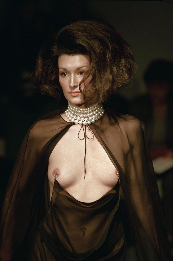 【ファッションショーエロ画像】これストリップじゃなくて、ファッションショーだからな!? 09