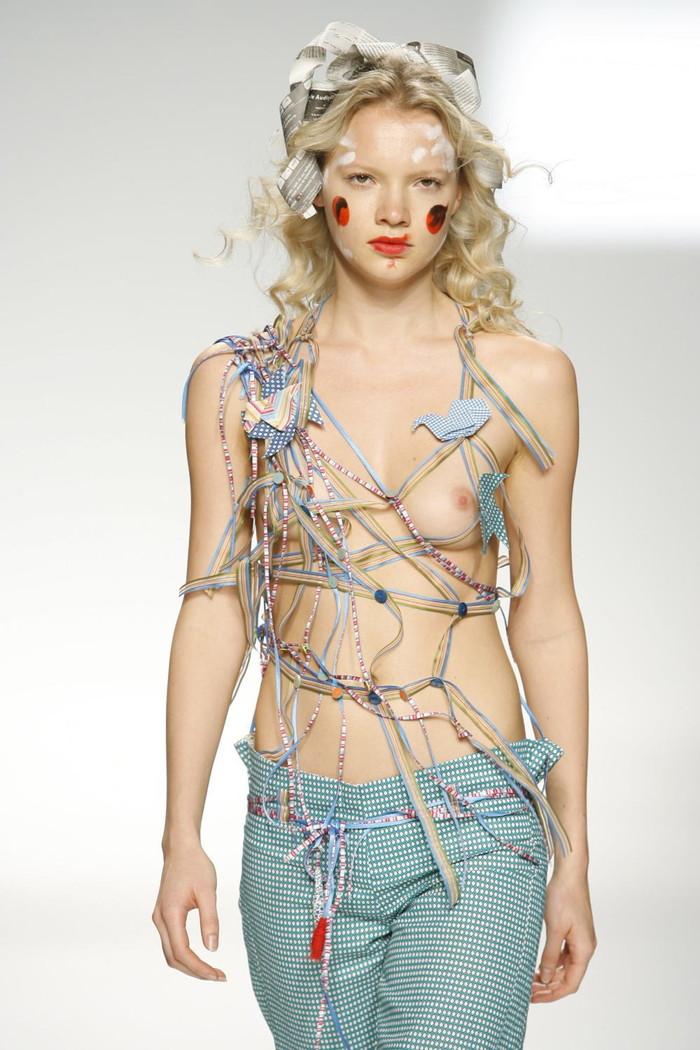 【ファッションショーエロ画像】これストリップじゃなくて、ファッションショーだからな!? 13