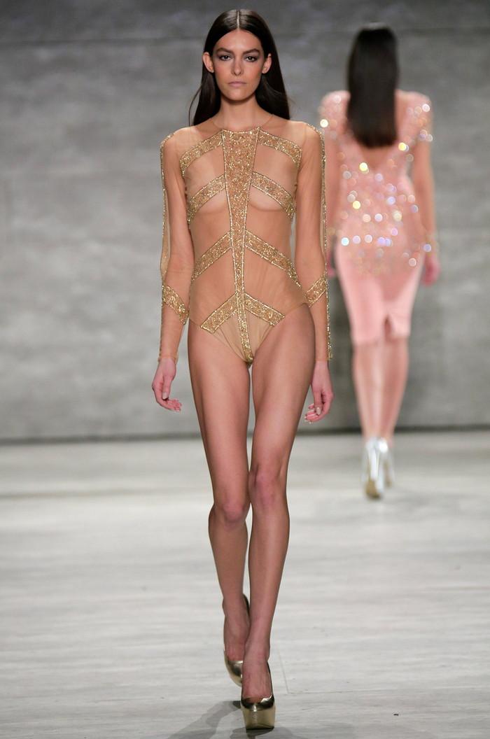 【ファッションショーエロ画像】これストリップじゃなくて、ファッションショーだからな!? 18