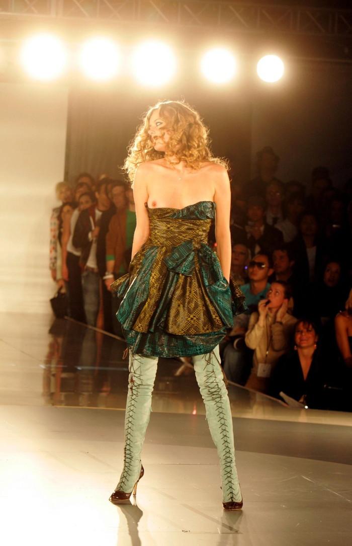【ファッションショーエロ画像】これストリップじゃなくて、ファッションショーだからな!? 25