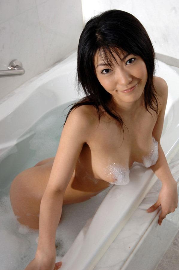 【入浴エロ画像】たまには女の子がお風呂に入ってる画像も見たいよな!? 09