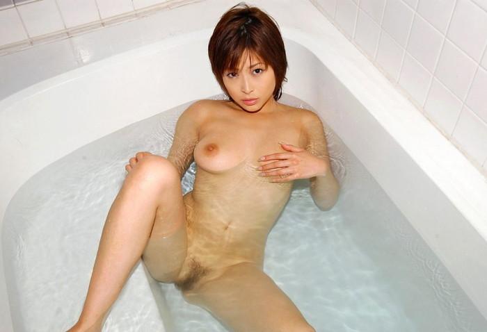 【入浴エロ画像】たまには女の子がお風呂に入ってる画像も見たいよな!? 14