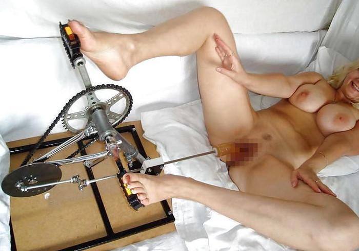 【ファッキングマシンエロ画像】科学はここまで進化した!人間と機械のセックス! 06