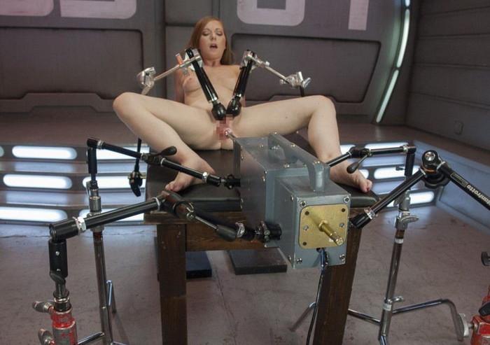【ファッキングマシンエロ画像】科学はここまで進化した!人間と機械のセックス! 11