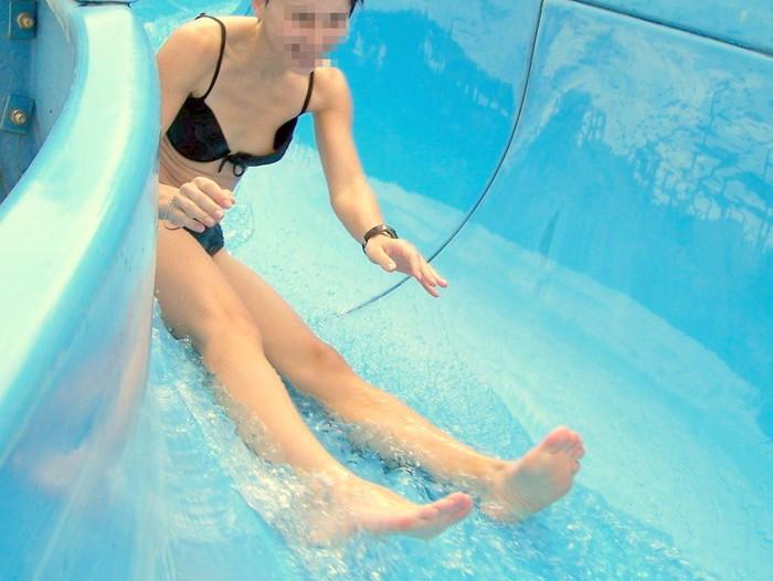 【水着ハプニングエロ画像】マジか!?ハプニングとはいえ、これは災難だなwww 28