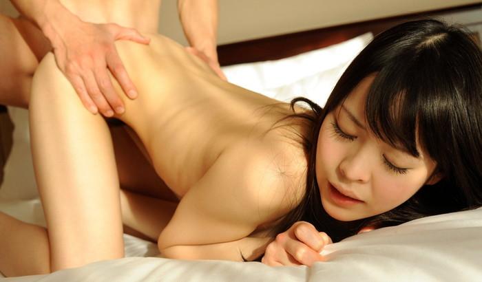【バックエロ画像】四つん這いにさせて女の子の後ろからチンポを挿入!ってやつw 22
