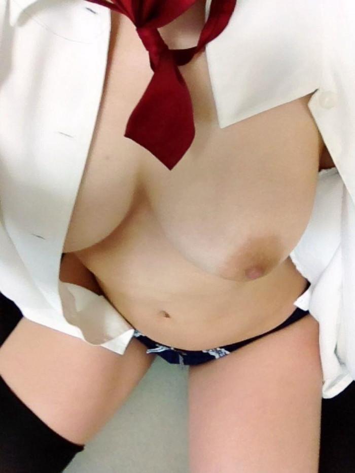 【自撮りエロ画像】素人娘がハメを外した自撮り画像がネットで拡散されるwww 21