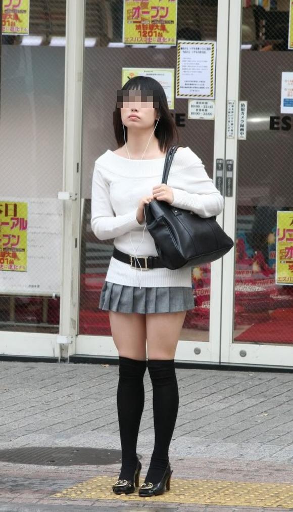 【美脚エロ画像】街中で目を引く美脚の女の子の画像集めたったwww 01