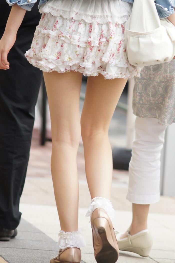 【美脚エロ画像】街中で目を引く美脚の女の子の画像集めたったwww 02