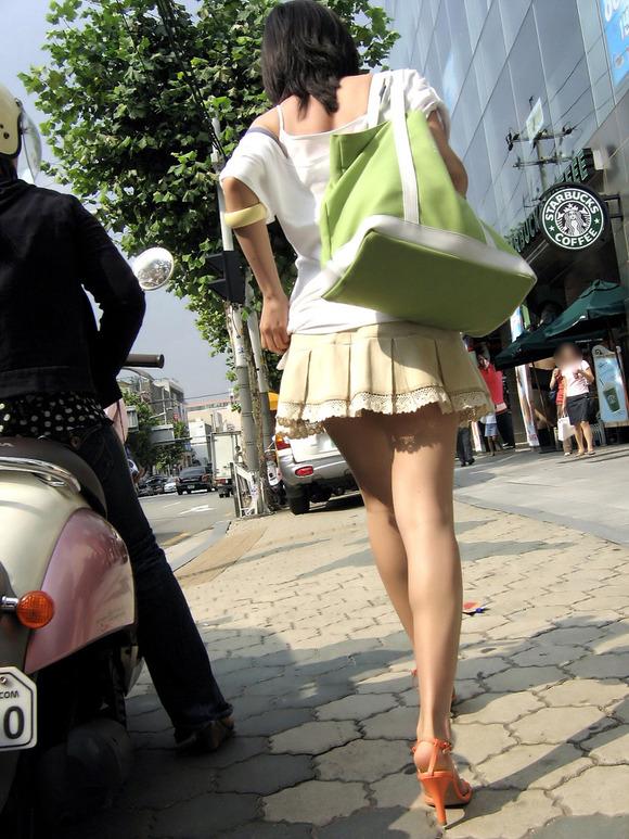 【美脚エロ画像】街中で目を引く美脚の女の子の画像集めたったwww 04