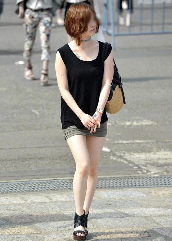 【美脚エロ画像】街中で目を引く美脚の女の子の画像集めたったwww 12