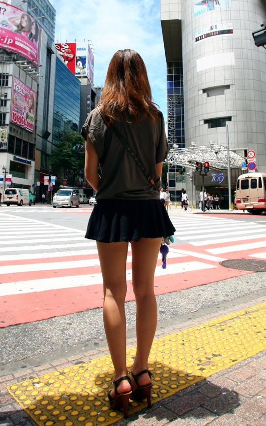 【美脚エロ画像】街中で目を引く美脚の女の子の画像集めたったwww 15