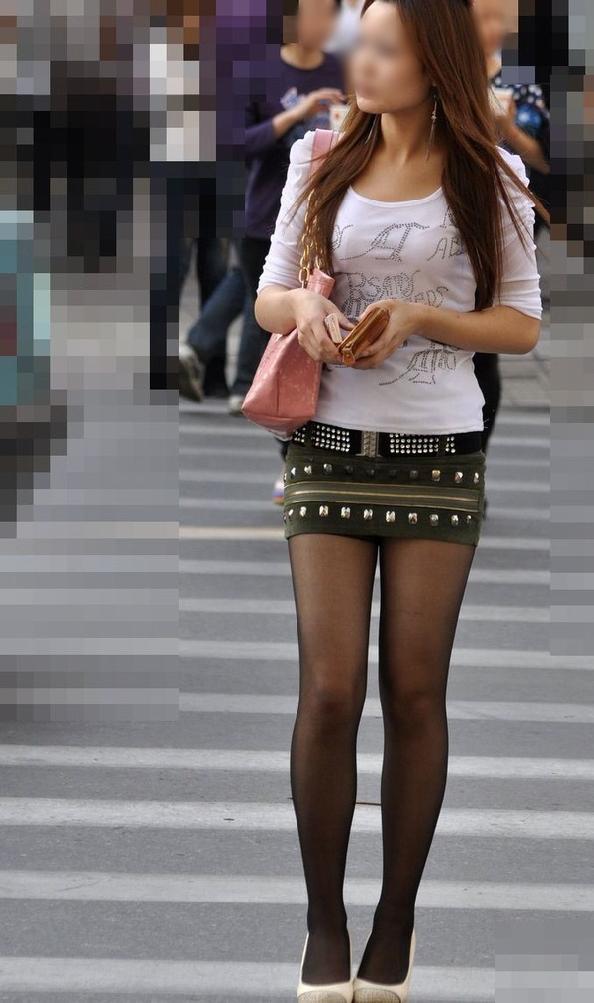 【美脚エロ画像】街中で目を引く美脚の女の子の画像集めたったwww 18