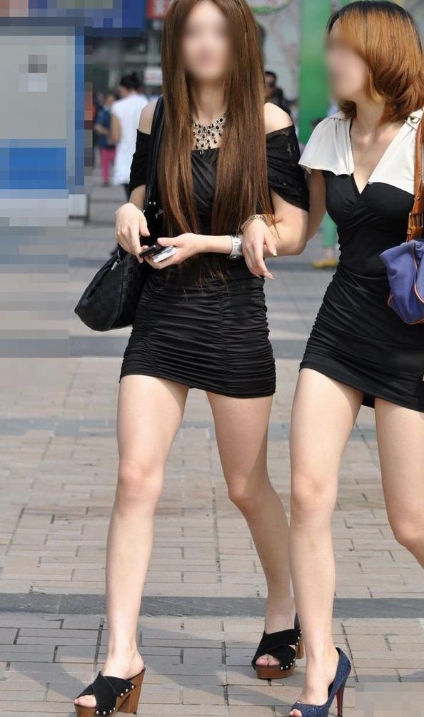 【美脚エロ画像】街中で目を引く美脚の女の子の画像集めたったwww 19