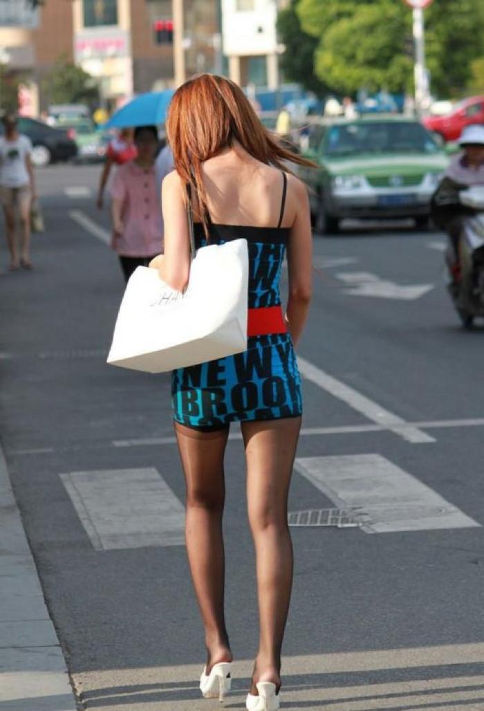 【美脚エロ画像】街中で目を引く美脚の女の子の画像集めたったwww 24