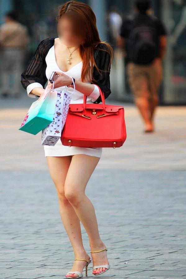 【美脚エロ画像】街中で目を引く美脚の女の子の画像集めたったwww 25