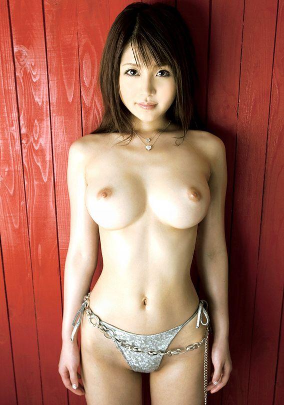 【巨乳エロ画像】溢れんばかりの母性!?大きなおっぱいに視線は釘付け不可避! 27