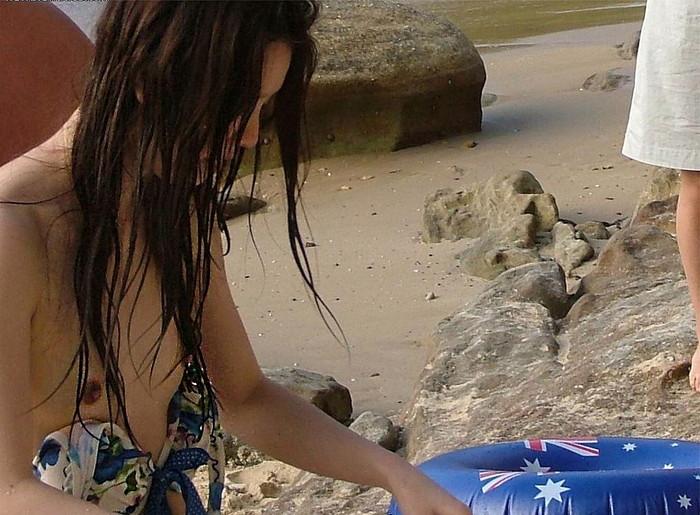 【水着事故エロ画像】水着の女の子たちがエロい事故に陥ったってマジ!? 01
