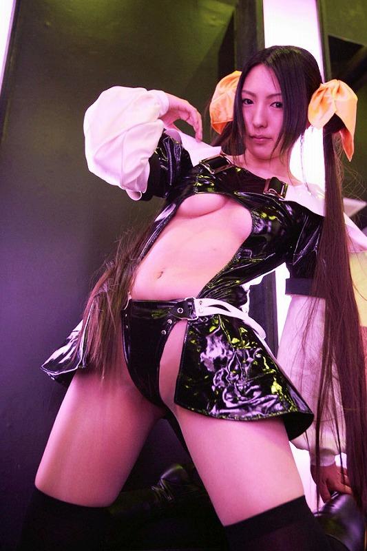【アニコスエロ画像】アニメキャラになりきった娘たちの過激な衣装からチラリww 11