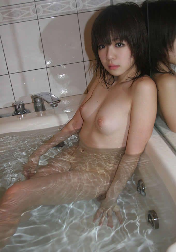 【バスルームエロ画像】可愛い女の子たちのバスルームショット集めたったwww 10