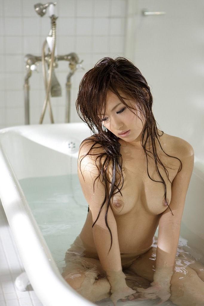 【バスルームエロ画像】可愛い女の子たちのバスルームショット集めたったwww 12