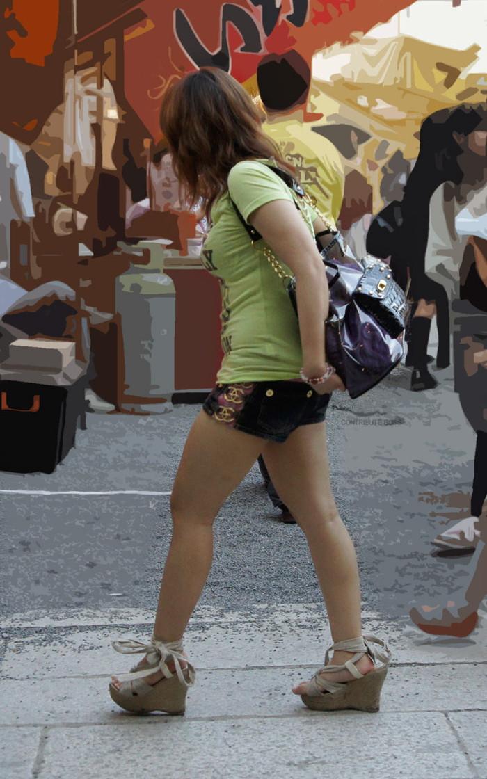 【ホットパンツエロ画像】街中で見たら二度見必至!?ホットパンツの女の子! 01