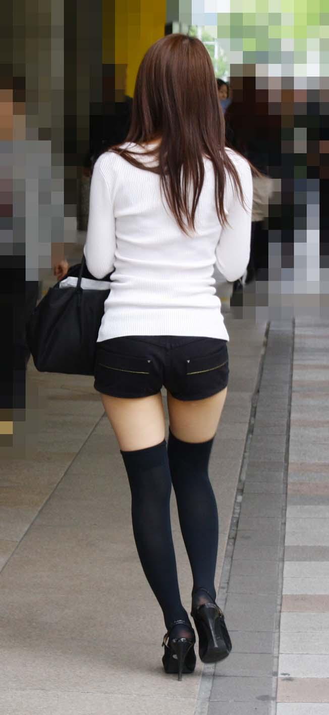 【ホットパンツエロ画像】街中で見たら二度見必至!?ホットパンツの女の子! 04