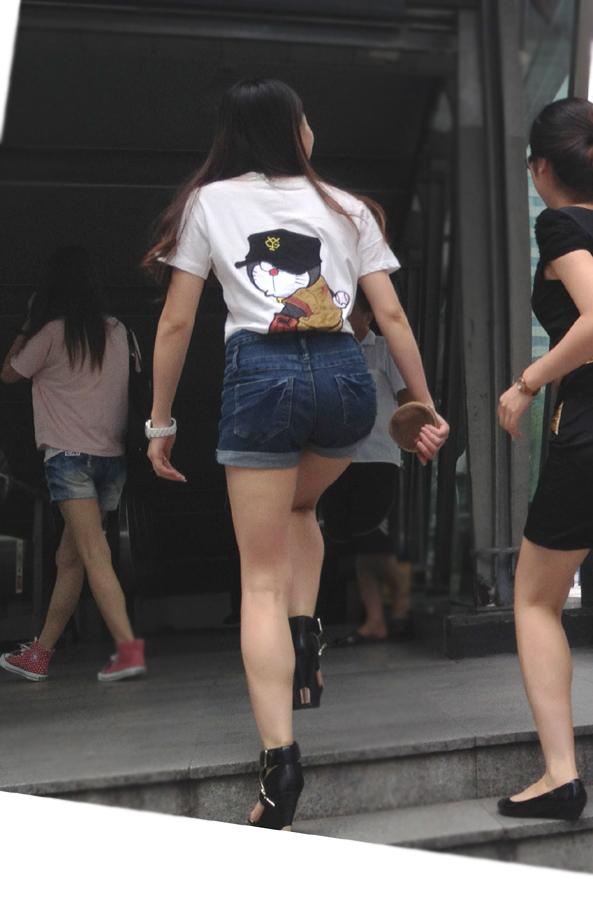 【ホットパンツエロ画像】街中で見たら二度見必至!?ホットパンツの女の子! 09