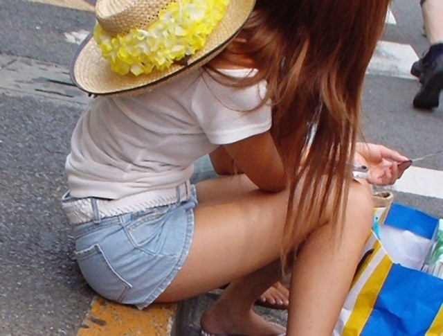 【ホットパンツエロ画像】街中で見たら二度見必至!?ホットパンツの女の子! 12
