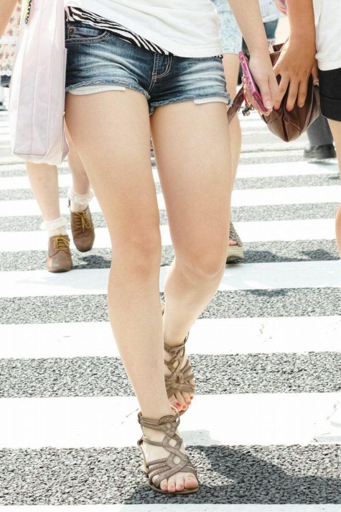 【ホットパンツエロ画像】街中で見たら二度見必至!?ホットパンツの女の子! 16