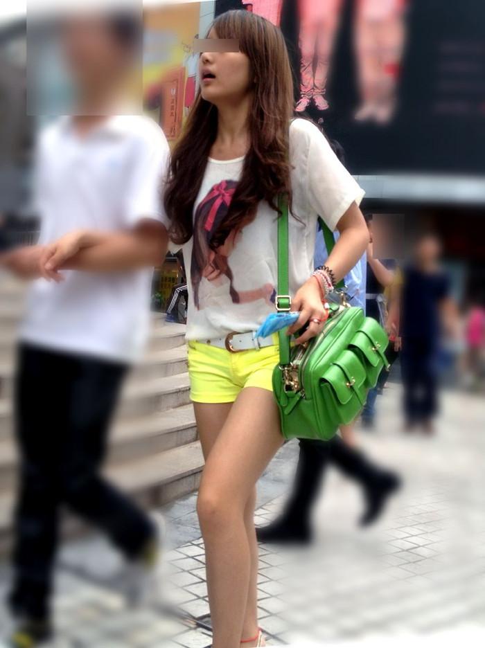 【ホットパンツエロ画像】街中で見たら二度見必至!?ホットパンツの女の子! 22
