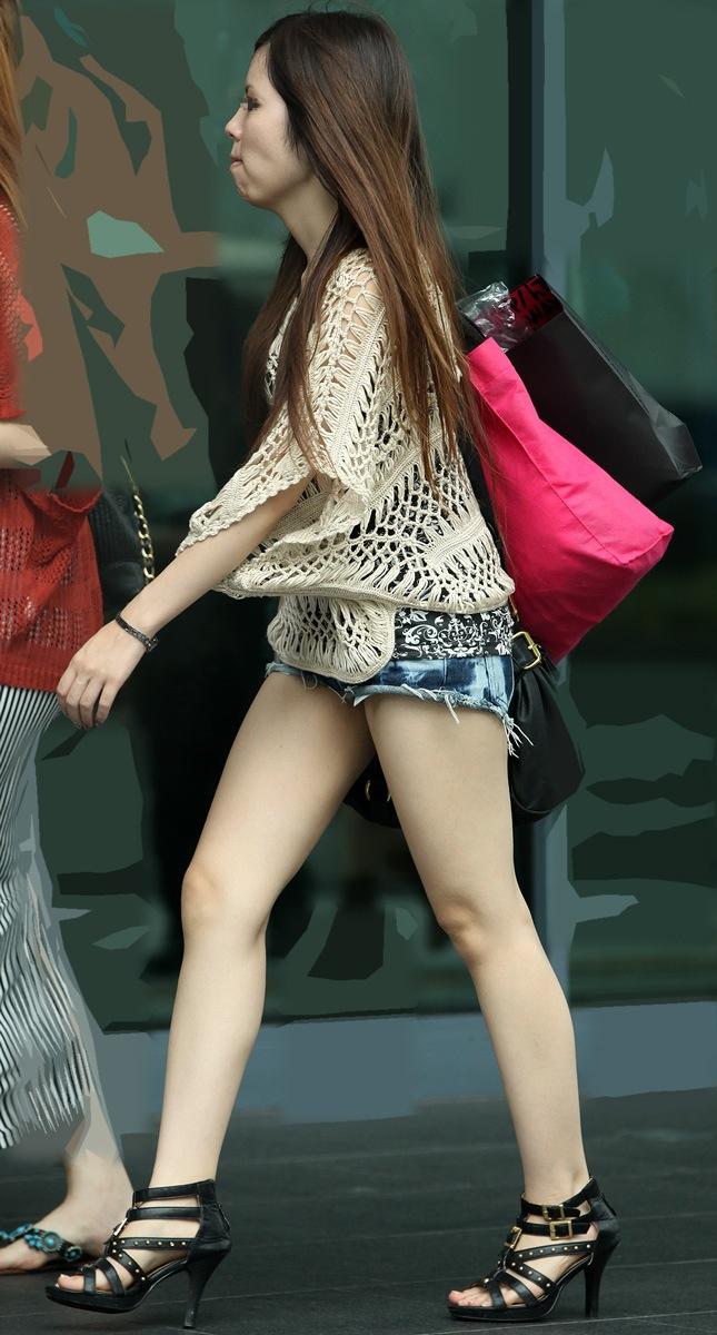 【ホットパンツエロ画像】街中で見たら二度見必至!?ホットパンツの女の子! 23