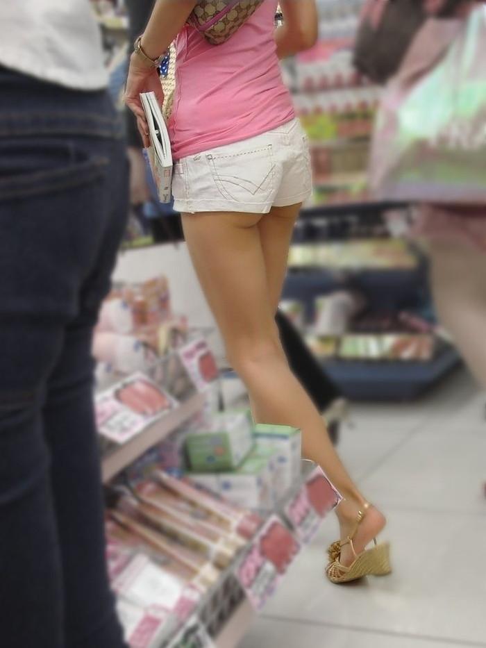 【ホットパンツエロ画像】街中で見たら二度見必至!?ホットパンツの女の子! 27