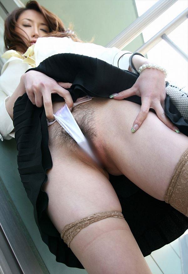 【Tフロントエロ画像】この食い込みエロいぜ!Tフロントになっている女の子の股間! 05