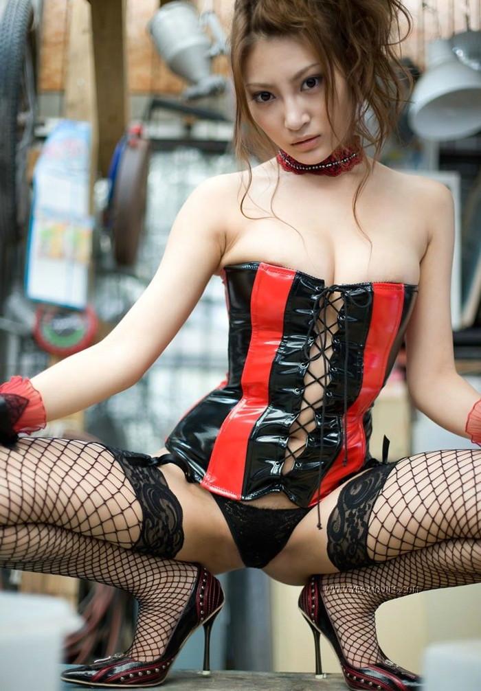 【ボンテージエロ画像】SMクラブでは女王様ファッションとしてお約束のコスチューム! 02