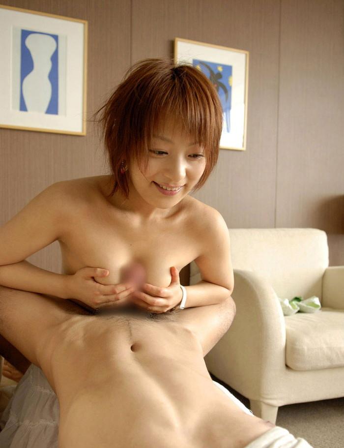 【パイズリエロ画像】巨乳だから出来るパイズリというスゴテクに感動したwww 21