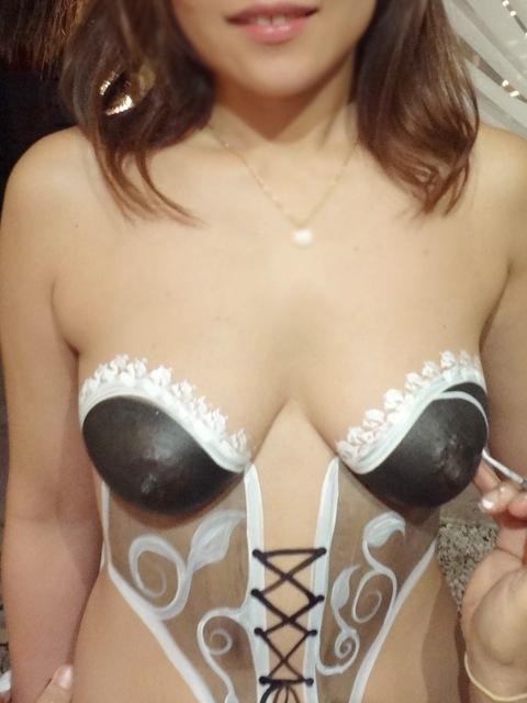 【ボディーペイントエロ画像】これは危険では?全裸で公共の場を闊歩する女ww 23
