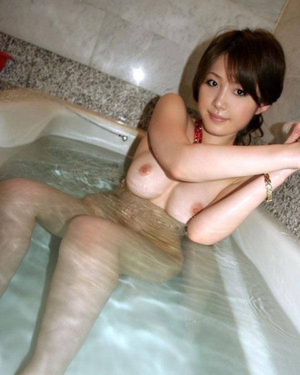 【入浴エロ画像】女の子が全裸で入浴している姿にフル勃起不可避! 08