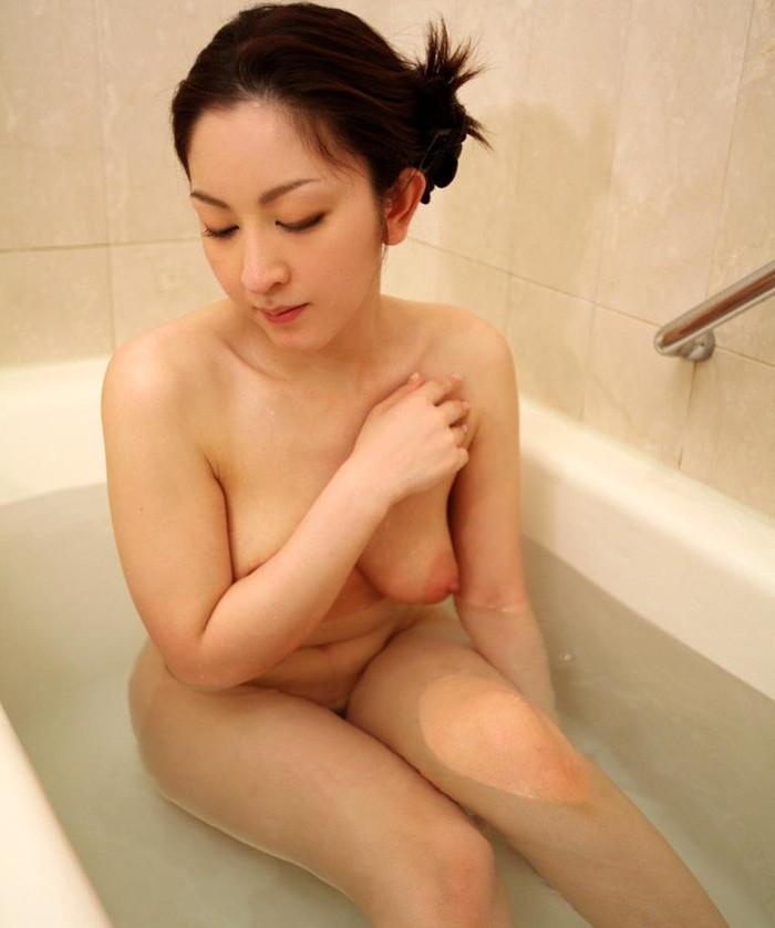 【美熟女エロ画像】この雰囲気!年とともに女に磨きをかける美熟女の艶姿! 10