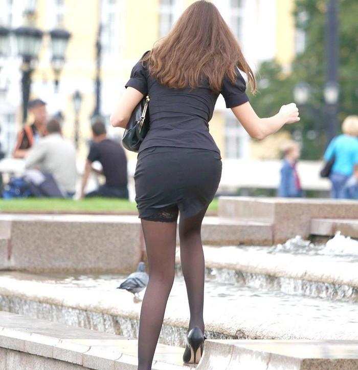 【透けパンエロ画像】街中で本人も良そうだにしなかったハプニング!パンツが丸見えw 07