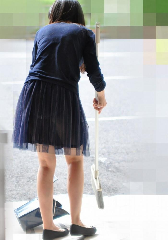 【透けパンエロ画像】街中で本人も良そうだにしなかったハプニング!パンツが丸見えw 09