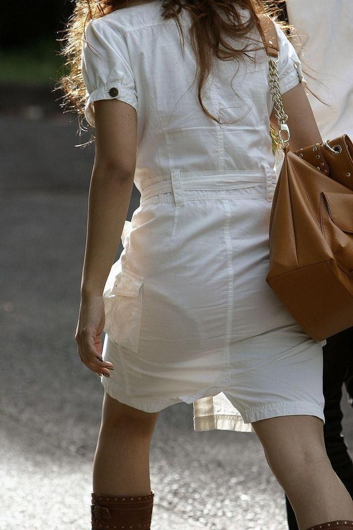 【透けパンエロ画像】街中で本人も良そうだにしなかったハプニング!パンツが丸見えw 11