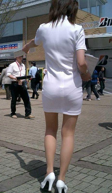 【透けパンエロ画像】街中で本人も良そうだにしなかったハプニング!パンツが丸見えw 12