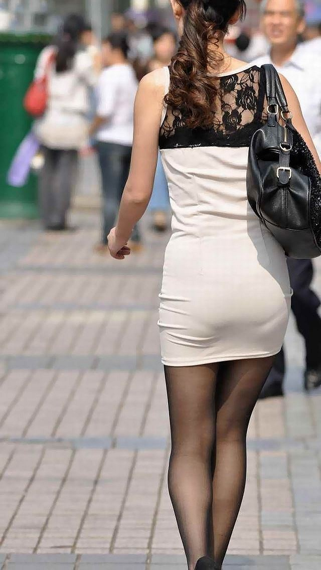 【透けパンエロ画像】街中で本人も良そうだにしなかったハプニング!パンツが丸見えw 15