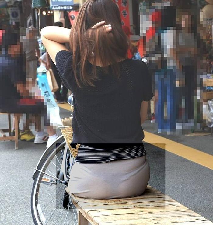 【透けパンエロ画像】街中で本人も良そうだにしなかったハプニング!パンツが丸見えw 25