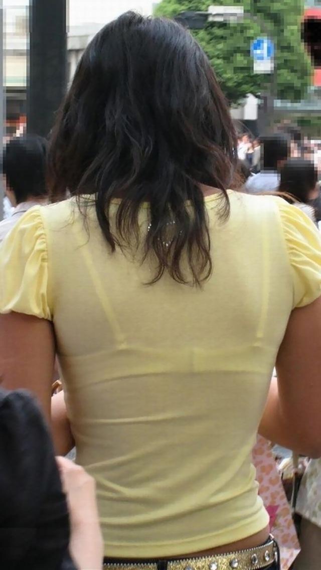 【着衣透けエロ画像】着衣が透けて下着が見えてしまってる素人娘たち! 02